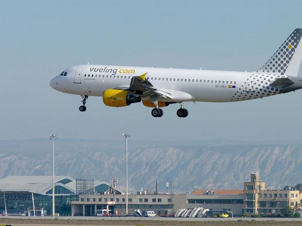 Pruebas de un avión de Vueling en el aeropuerto de Zaragoza
