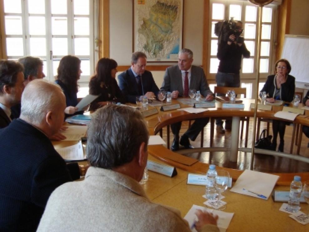 Suárez, reunido con la comisión del juego