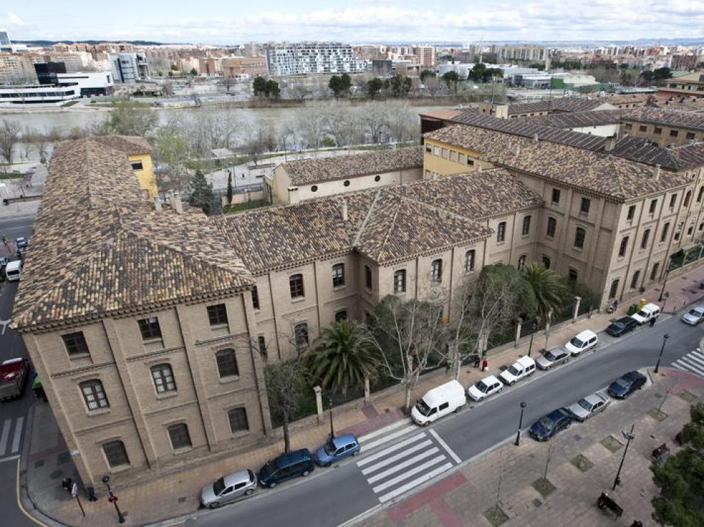 Edificio del antiguo IES Luis Buñuel.