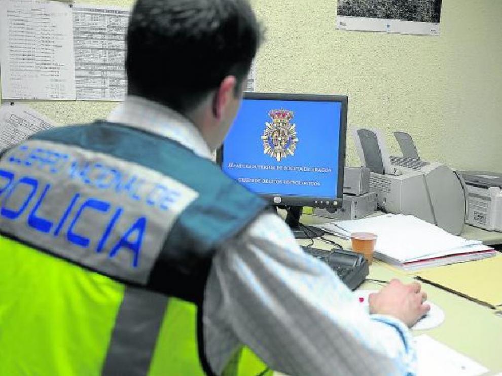 El grupo de delitos tecnológicos de la Policía Nacional investiga las estafas cometidas en la red
