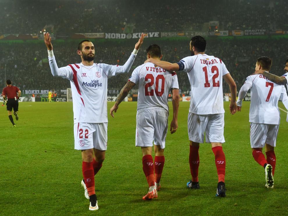 Los sevillistas celebran un gol
