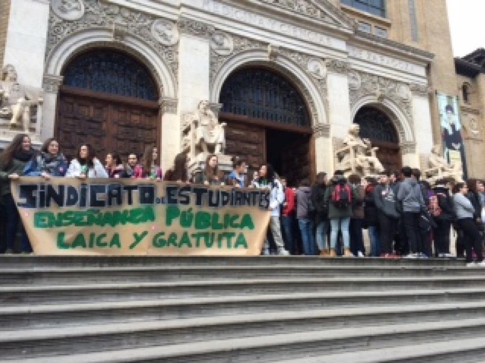 Comienza la marcha contra el '3+2' de Wert en Zaragoza