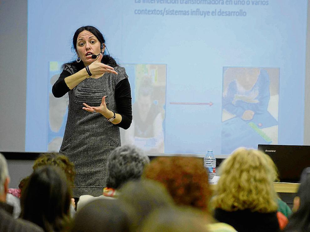 Los profesores recibieron ayer un curso de formación, que continúa hoy, en el Rosa Arjó de Zaragoza.