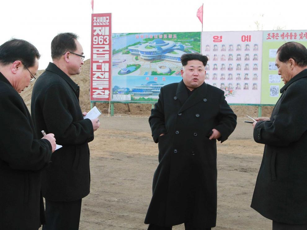 """Kim Jong-un pide a su Ejército que esté """"totalmente preparado"""" para la guerra con EE. UU."""