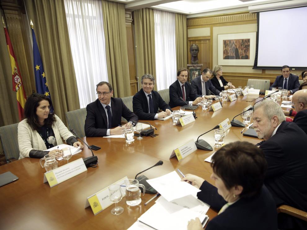 El ministro de Sanidad, Alfonso Alonso, durante la reunión mantenida con los responsables de las CC. AA. para abordar la financiación de los tratamientos de la hepatitis C.