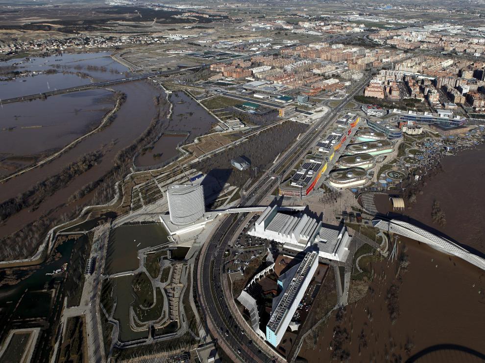 El Ebro, desbordado este domingo en Zaragoza