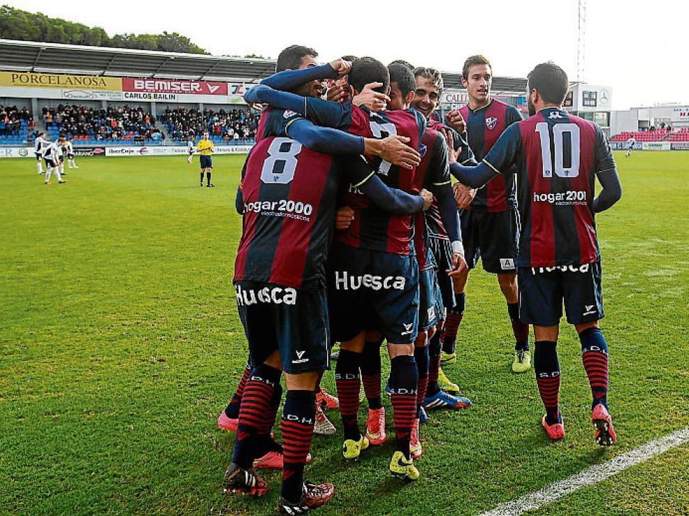 El Huesca, en la celebración de un gol.