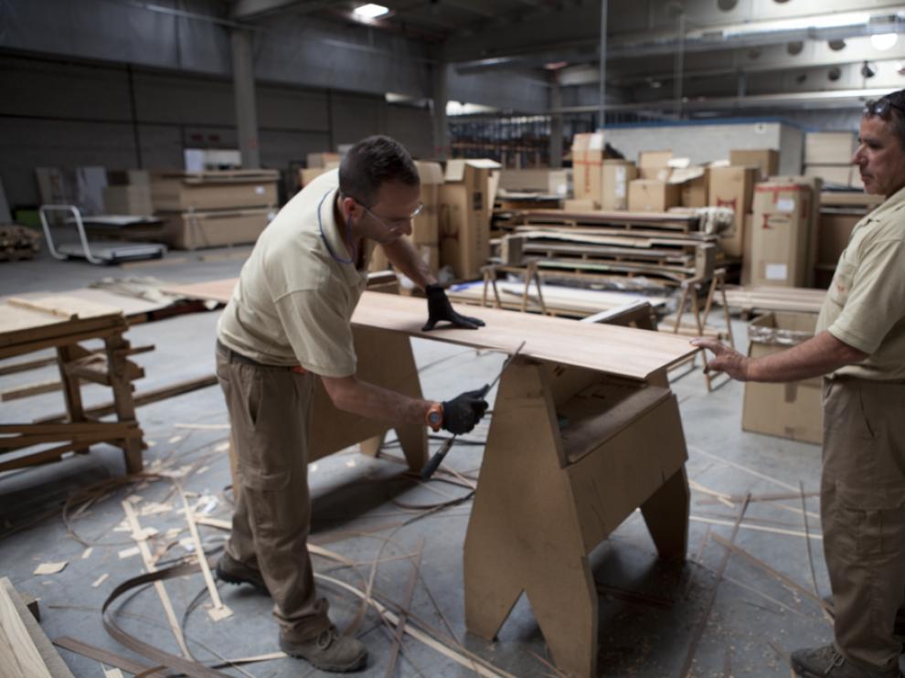 Trabajadores en la fábrica de Norma Doors