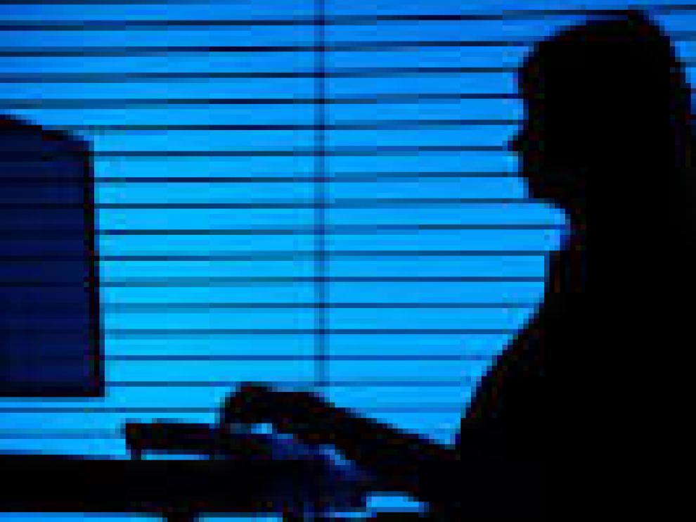 El Parlamento británico urge a las agencias a reclutar mujeres de mediana edad como espías