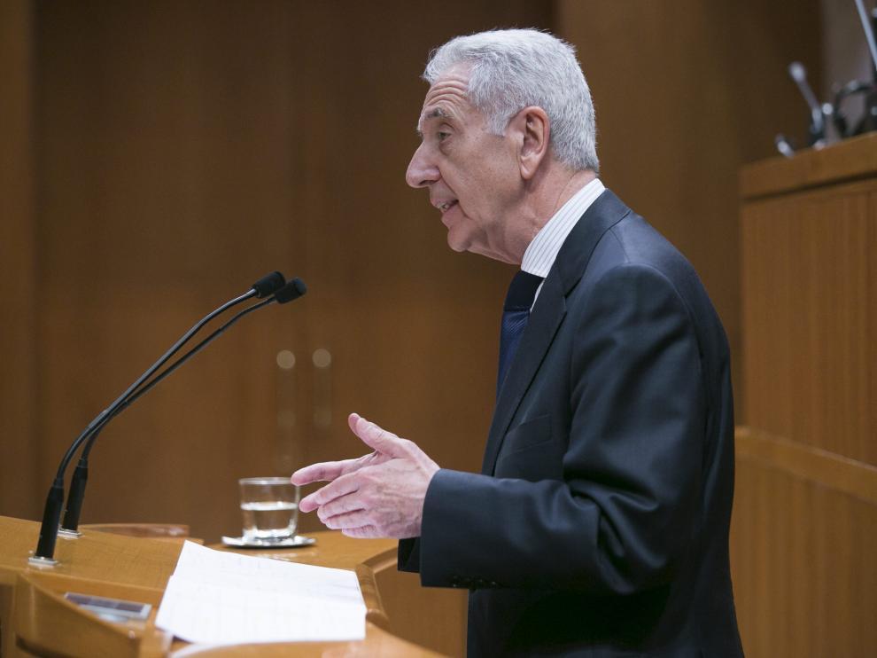 Modesto Lobón en el último pleno de las Cortes de Aragón