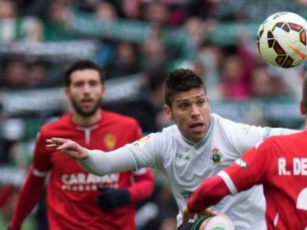 El Real Zaragoza logra una importante victoria en Santander