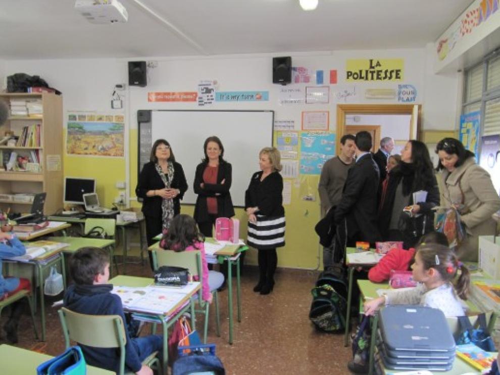 Montserrat Gomendio y Dolores Serrat, en su visita al colegio Cesáreo Alierta, que realizó la prueba piloto
