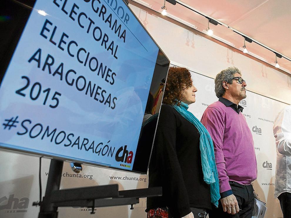 El presidente de CHA, José Luis Soro, en el centro, en la presentación del programa electoral, ayer.
