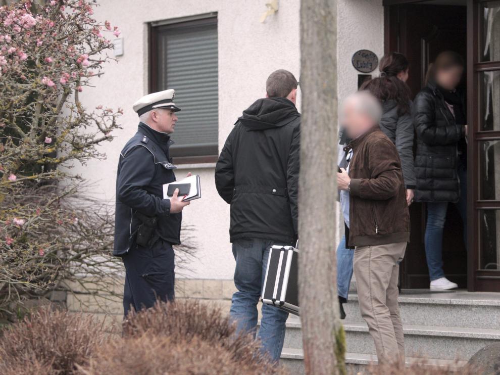 Policías a las puertas de la vivienda de Andreas Lubitz