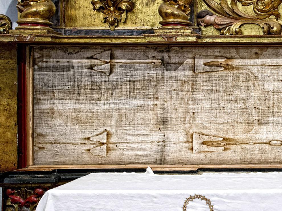 La Sábana Santa abierta, que se sacará a la veneración de los fieles en Jueves y Viernes Santo