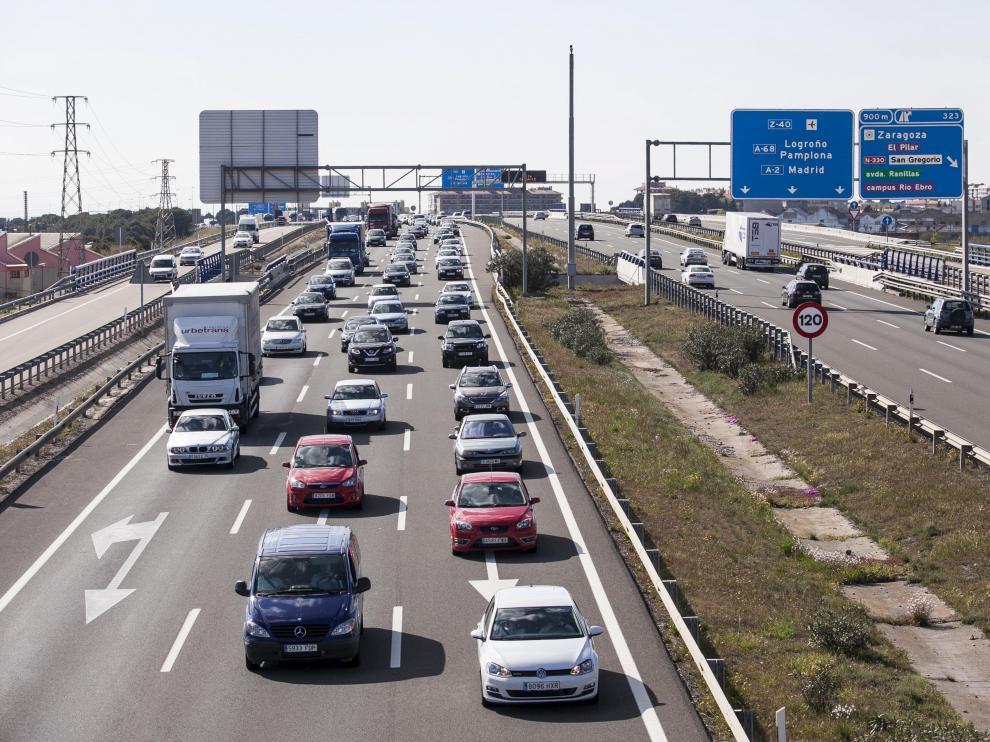 Tráfico denso en la Ronda Norte de Zaragoza este lunes