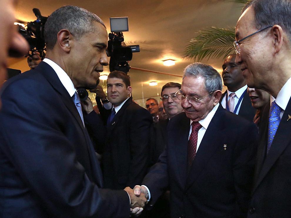 Saludo entre Obama y Castro en la inauguración de la Cumbre