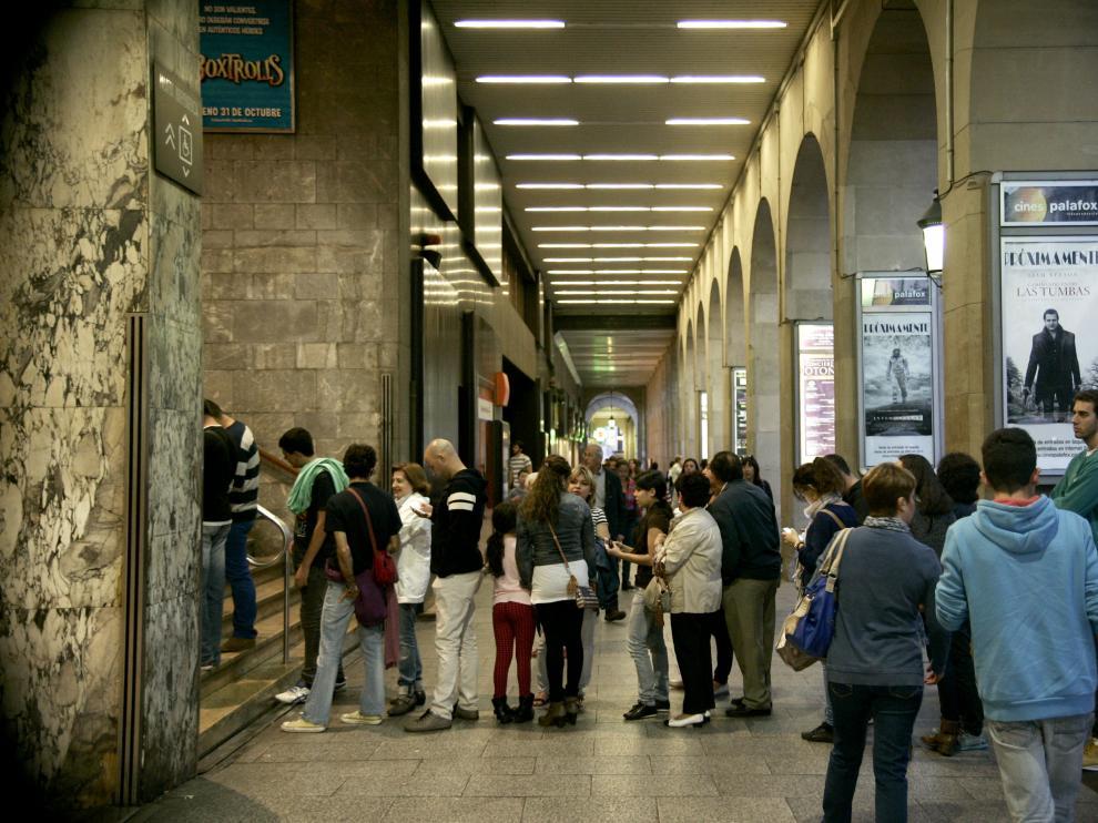 Entrada de los Cines Palafox en Zaragoza.