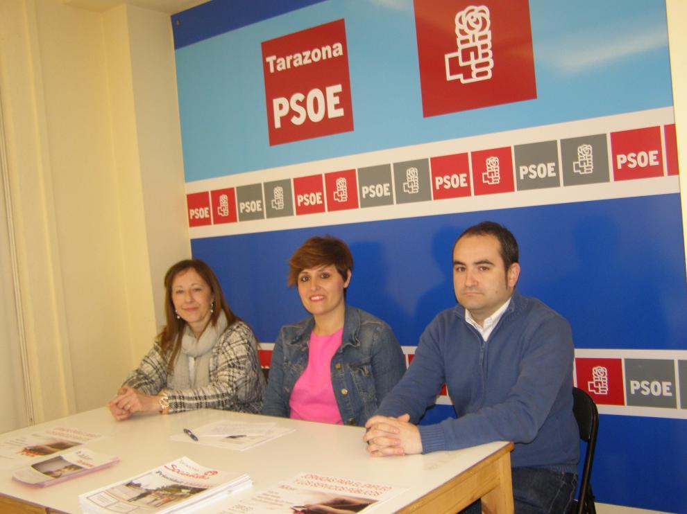 En el centro, la candidata del PSOE a la alcaldía de Tarazona, Leticia Soria.