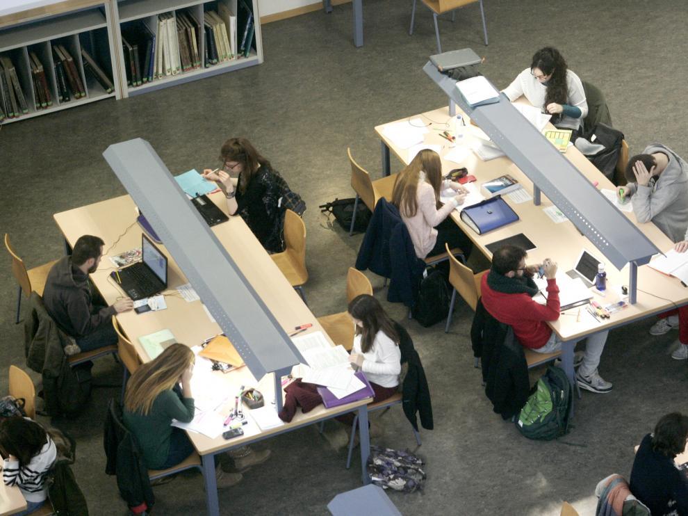 La biblioteca María Moliner de la Universidad de Zaragoza durante uno de los periodos de exámenes.