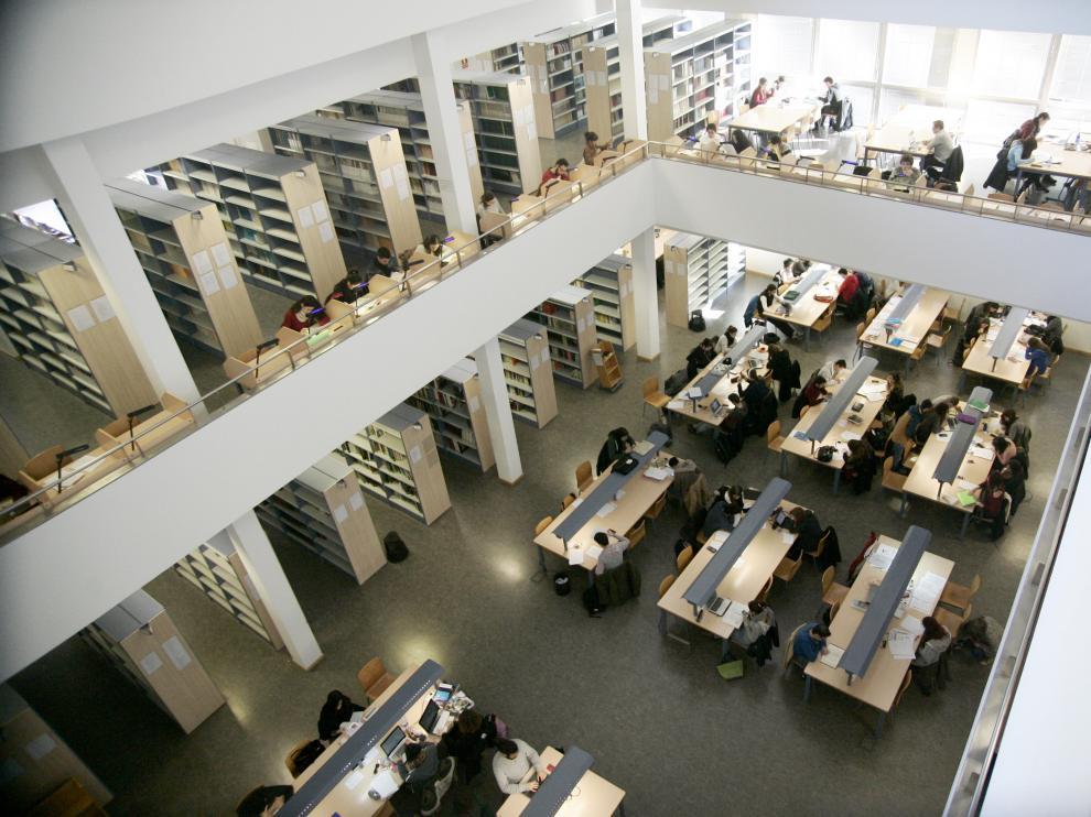 ¿Cuántos repetidores hay en las universidades aragonesas?