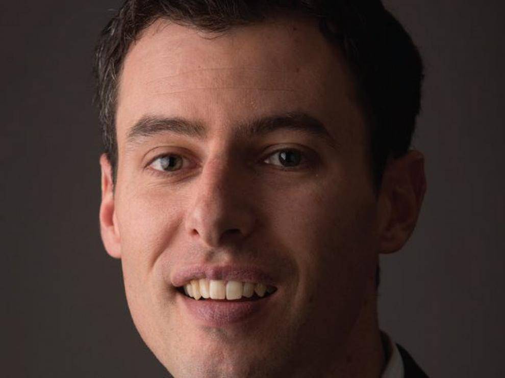 """Zachary R. Mider de noticias Bloomberg, ganador del premio Pulitzer 2015 al """"Periodismo de Explicación."""
