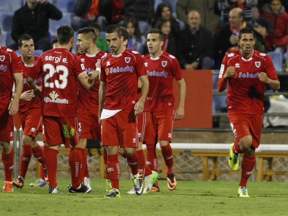 Gaffoor, a la derecha, celebra el gol de la victoria conseguido en La Romareda la temporada pasada