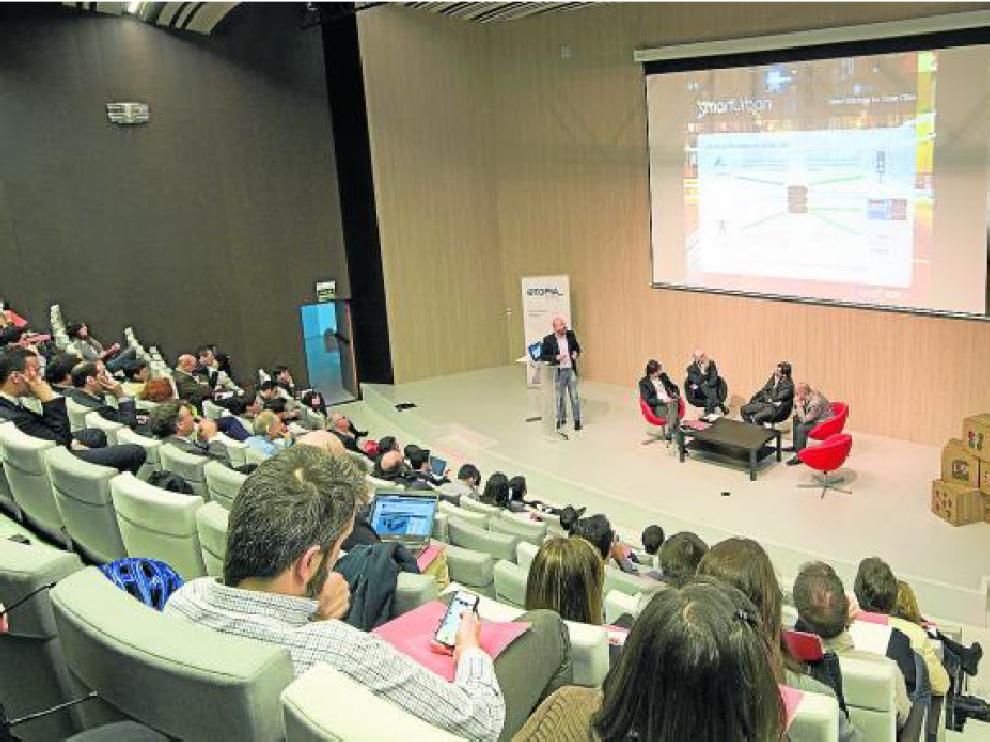 Público y ponentes reflexionaron sobre los retos de las smart cities durante las jornadas.