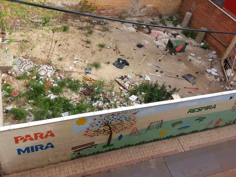 Estado que presenta el solar de la calle Agustina de Aragón de Zaragoza