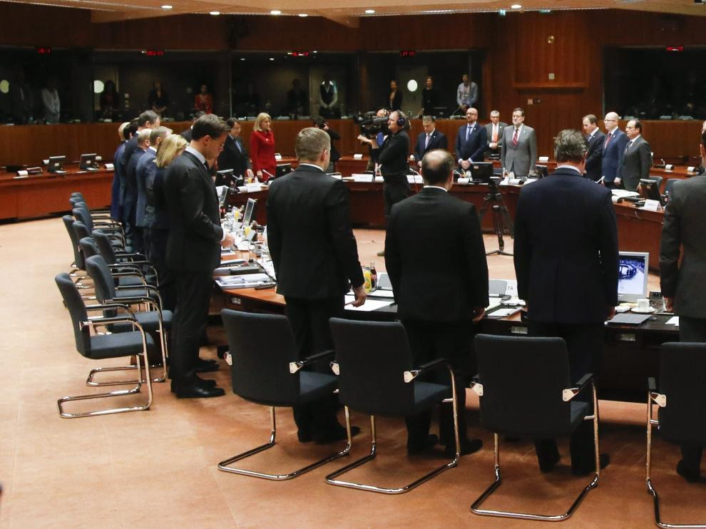 Líderes europeos guardan un minuto de silencio por los inmigrantes muertos en las últimas semanas en el Mediterráneo