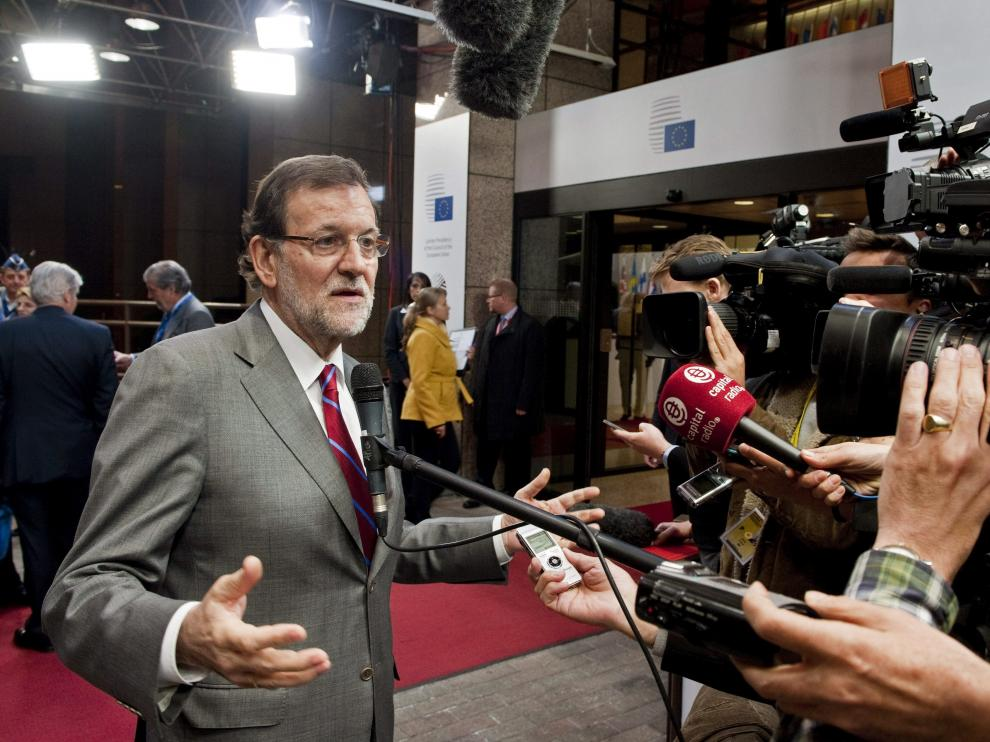 Rajoy atendiendo a los medios en Bruselas
