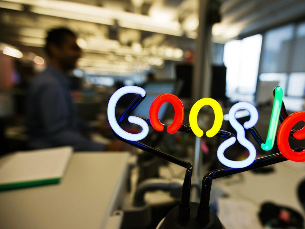 Un logo de Google en una oficina de la compañía