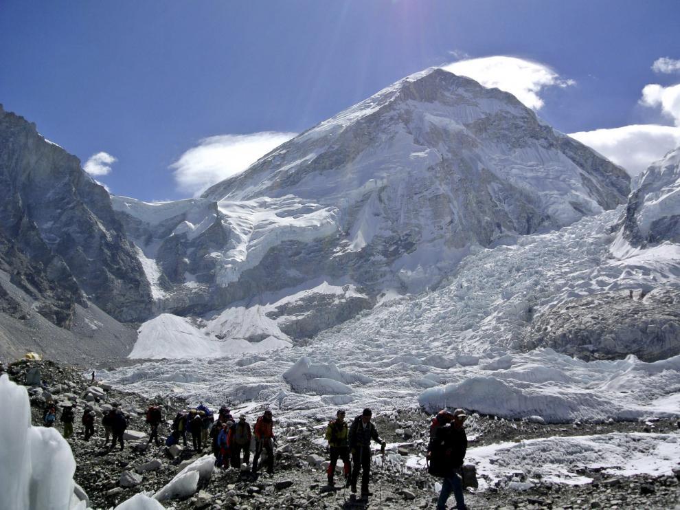 Imagen de archivo de montañeros en el Everest