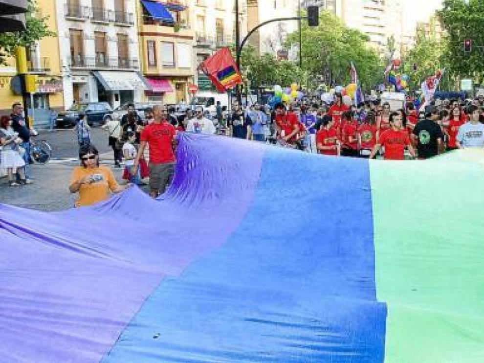 Marcha en Zaragoza en el día del Orgullo Gay