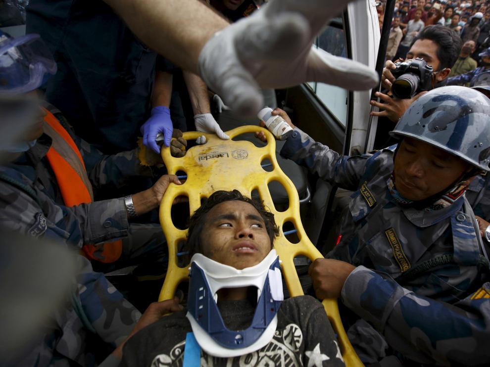 Pema Lama, el chico de 15 años rescatado este jueves entre los escombros