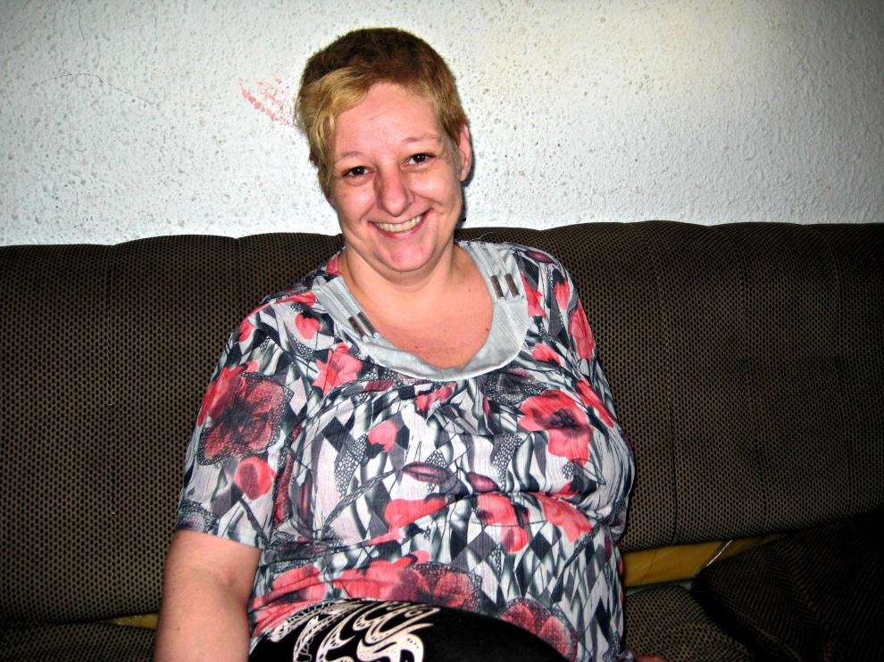 Luisa en el salón de su casa