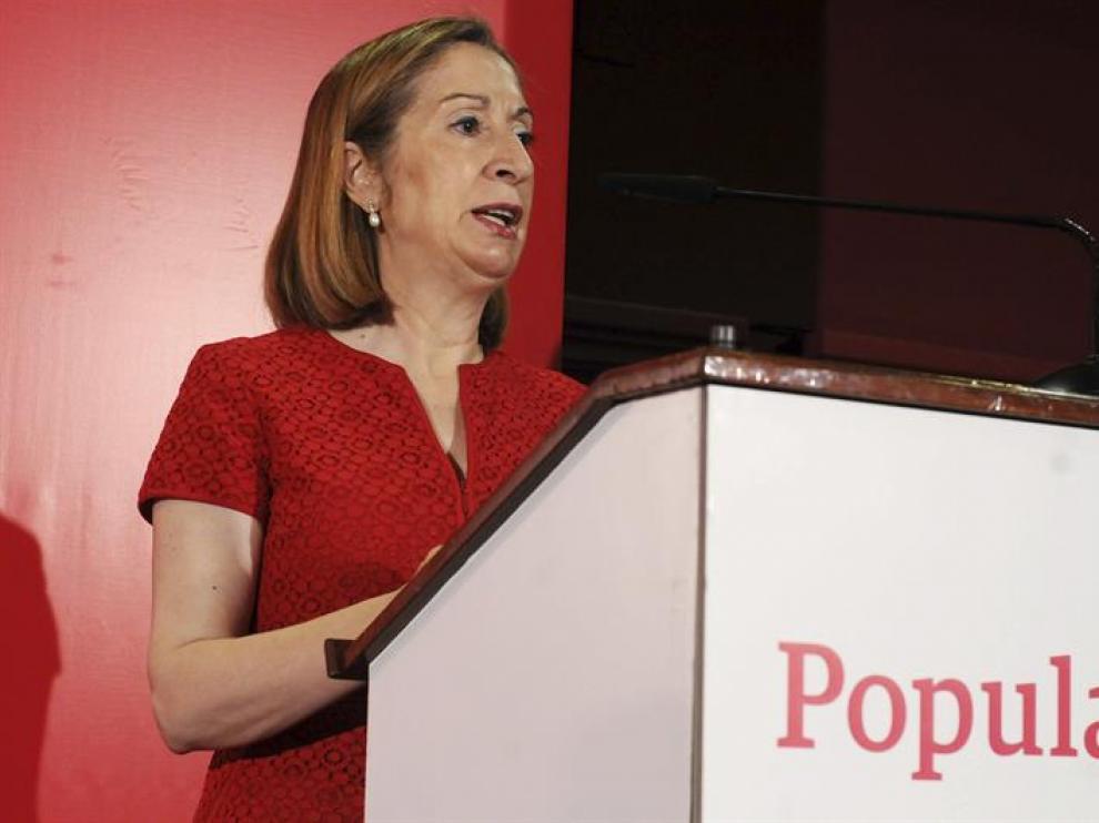La ministra de Fomento, Ana Pastor, durante su intervención en la tercera edición de Foropyme de León, donde abordó el tema de las infraestructuras en Castilla y León.