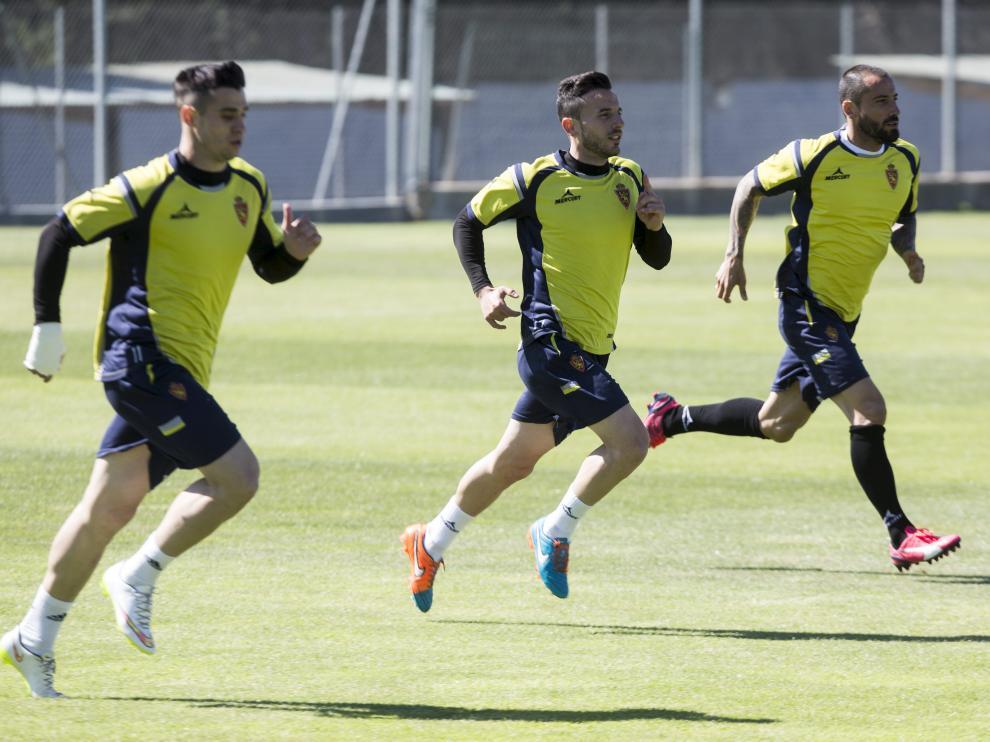 Mario, junto a Fernández y Jaime, en un entrenamiento