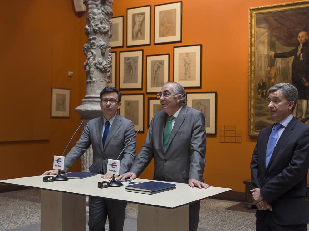 Román Escolano, Amado Franco y Víctor Iglesias, en la firma del acuerdo