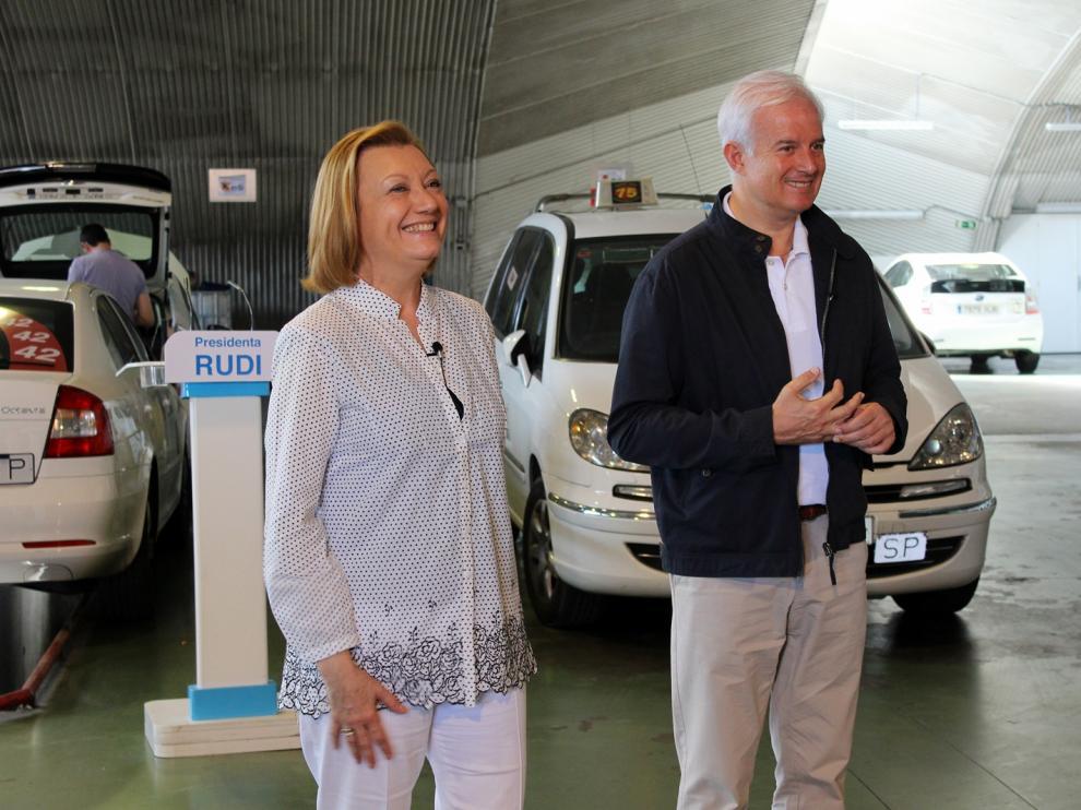 Rudi y Suárez en la Cooperativa del Taxi.