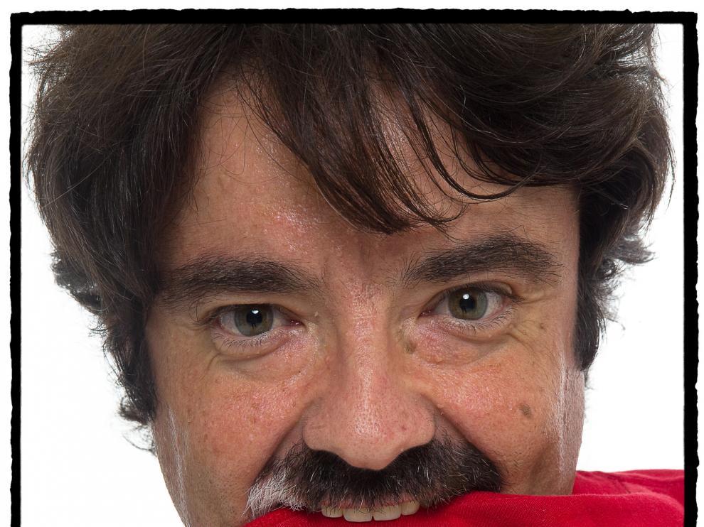 Juan Casamayor, en un retrato con ecos cortazarianos.