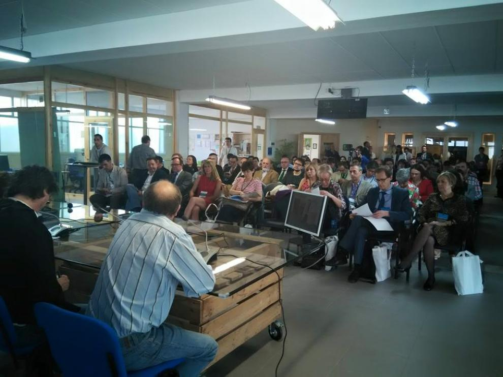 Las instalaciones de El Hueco se han quedado pequeñas en la primera conferencia de este jueves