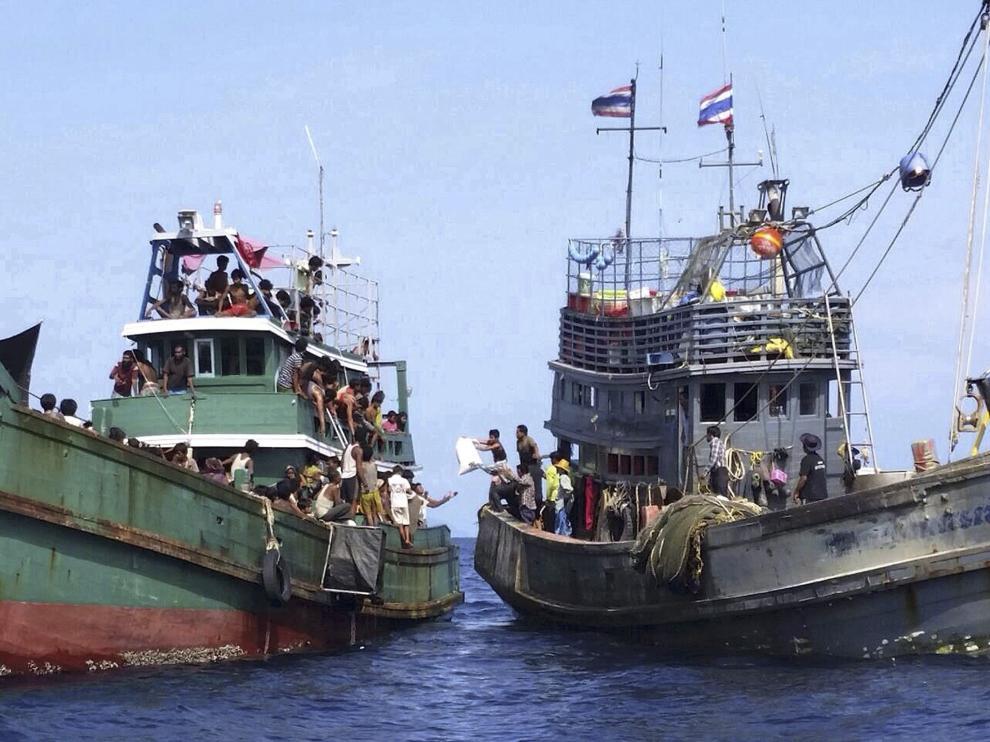 Shahidan aseguró que se ha dado agua, comida y combustible a estos barcos