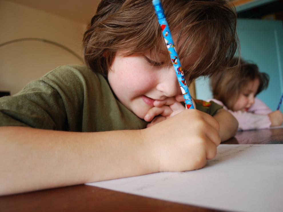 Es muy importante que tenga un lugar adecuado para hacer los deberes y estudiar.