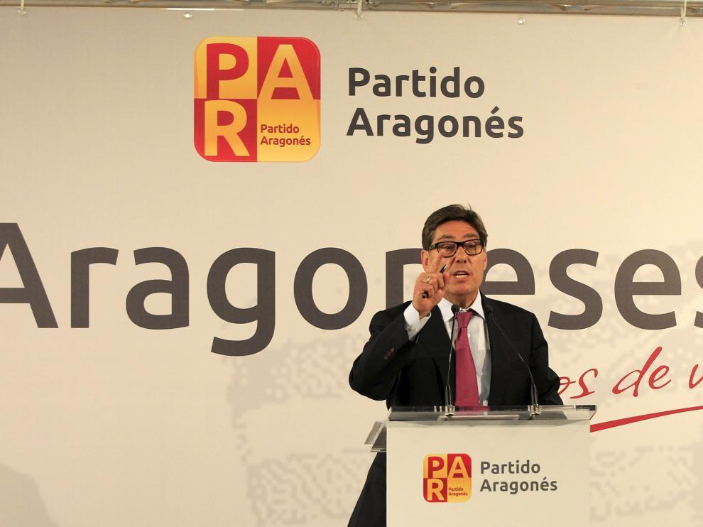 Arturo Aliaga, candidato por del PAR a la Presidencia de Aragón, durante un mitin en Teruel.