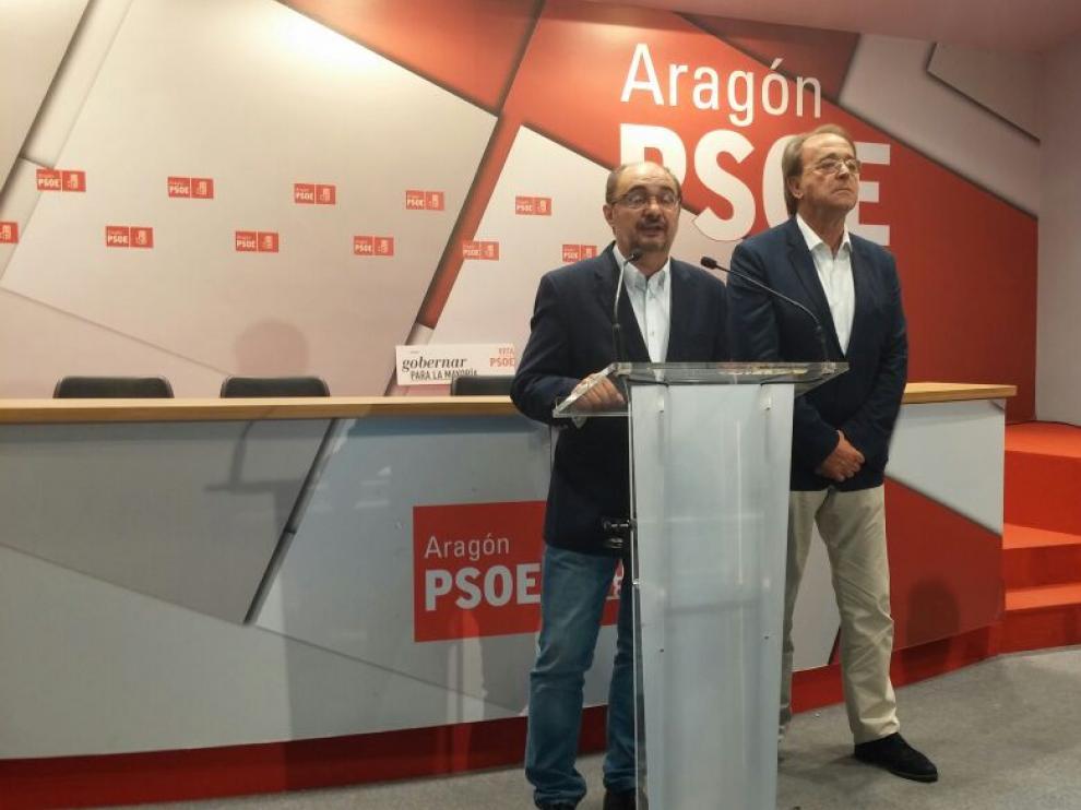 Javier Lambán y Carlos Pérez Anadón, en la sede del PSOE