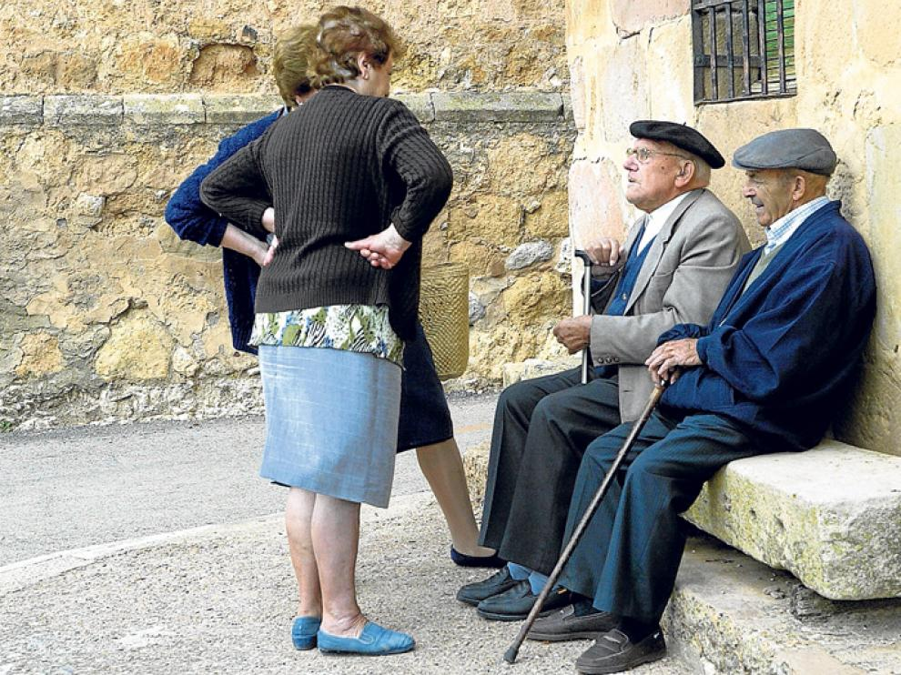 Un grupo de ancianos en un municipio soriano, en una imagen de archivo