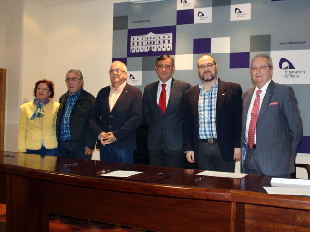 El presidente de la Diputación de Soria, Antonio Pardo , ha firmado este lunes los cinco convenios de colaboración
