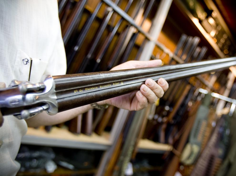 Imagen de archivo de una escopeta, el arma más común en Aragón