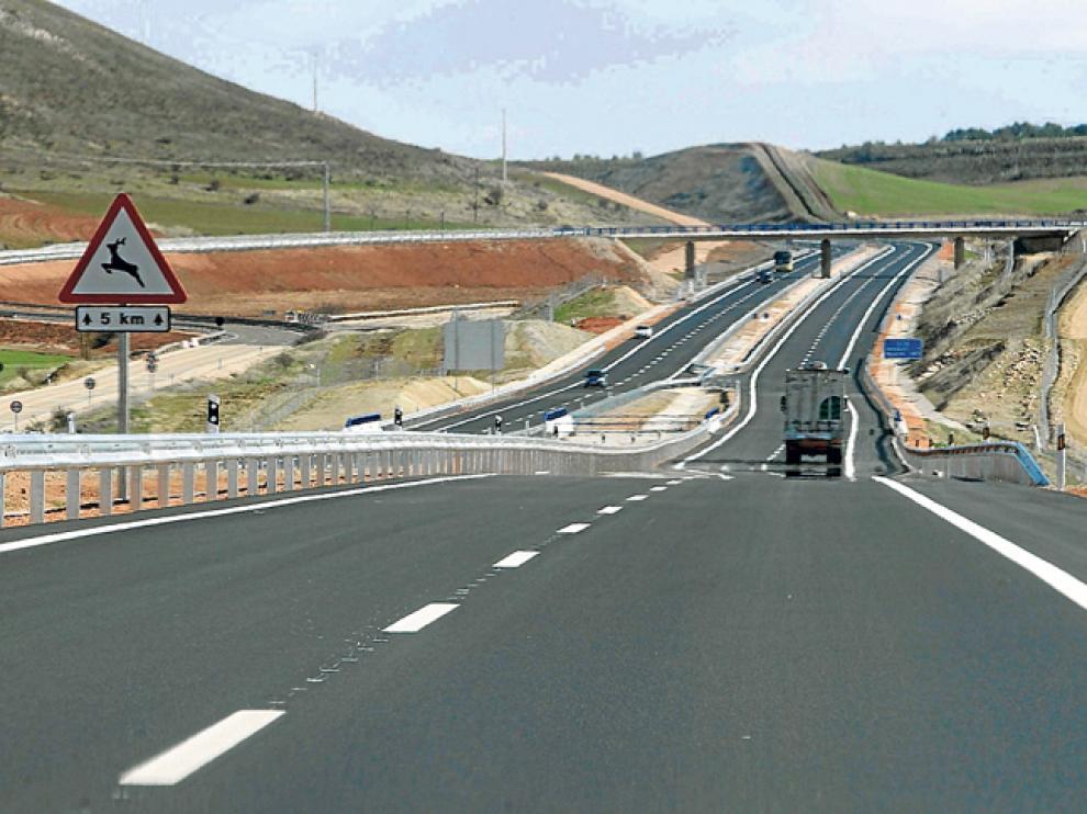Señalización de la posible presencia de animales en el tramo de la A-15 entre Almazán y Medinaceli.